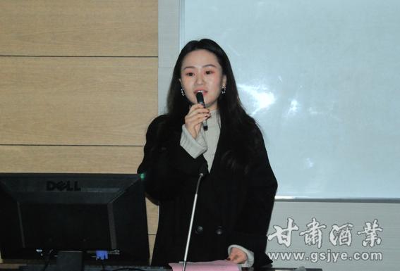 5-兰州大学管理学院EDP中心王一枝老师主持开班仪式.JPG
